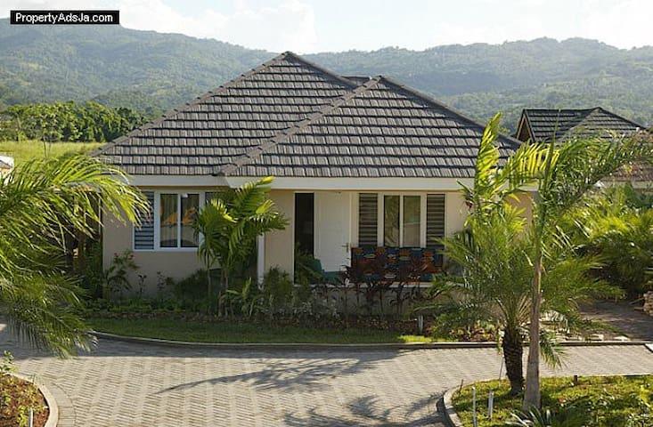 OCHO RIOS  JAMAICA PARADISE HOUSE