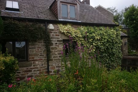 Cruck Cottage. Pot house Cottages - Stocksbridge