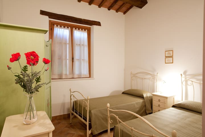 country cottage 4/5 person in Le Marche, Girasole - Roncaglia - Timeshare