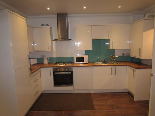 Ground Floor Entire Serviced Apartment Tollcross