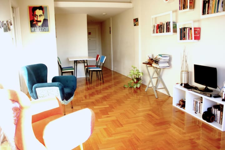 Single private room in a sunny well-located apt