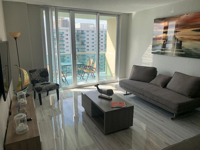 **New!**Amazing Apartment In Sunny Isles **