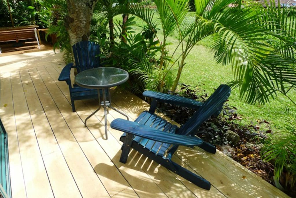 outdoor area with tropical gardens