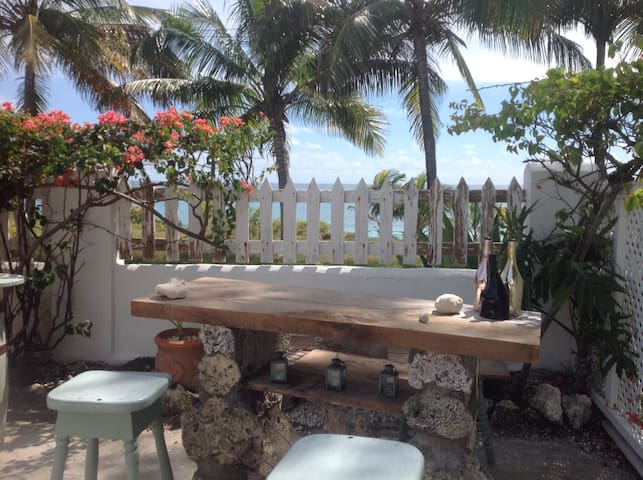 Ocean front  living at Coconut Bay 1 bed Studio - Christ Church - Departamento