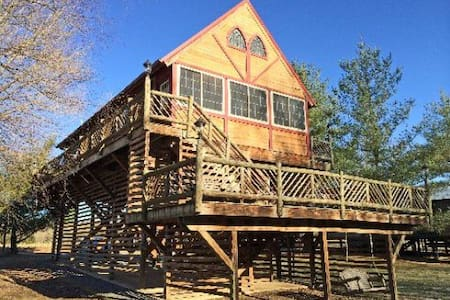 River's Loft Cabin, River Access Pets Stay Free