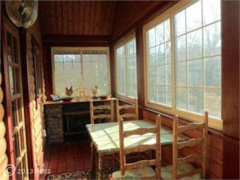 Eat dinner and watch river flow by. Gas fireplace and large windows.