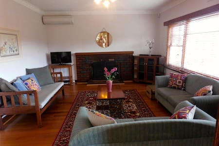 Riverview Cottage Self contained - New Norfolk - Ház