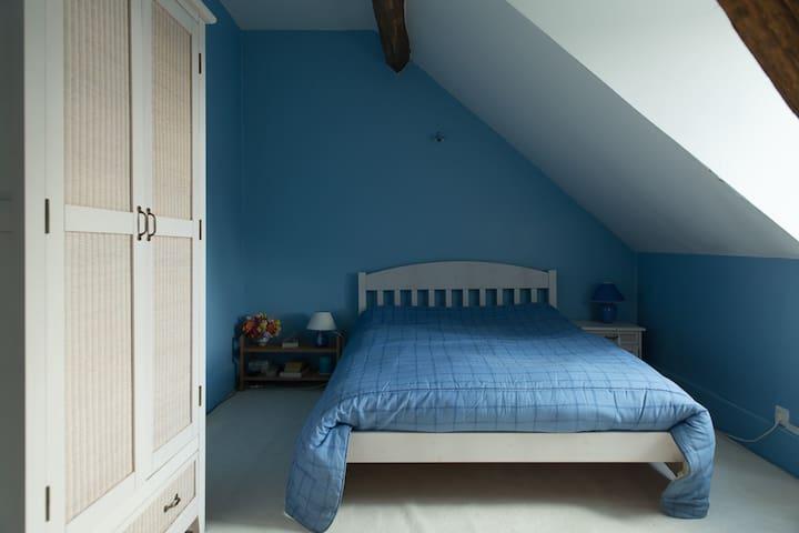 Chambre privée maison de ville - Bourges - Casa