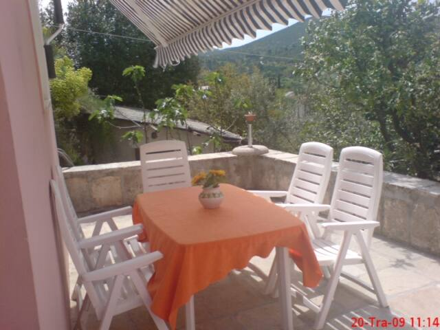 Peaceful apartment  50m from beach - Cavtat - Hus