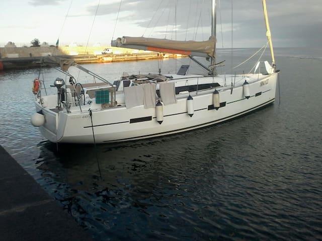 LuxurySailYacht at Aeolian island p - Panarea