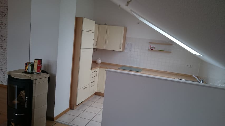 full furnished kitchen included tea and cóffe