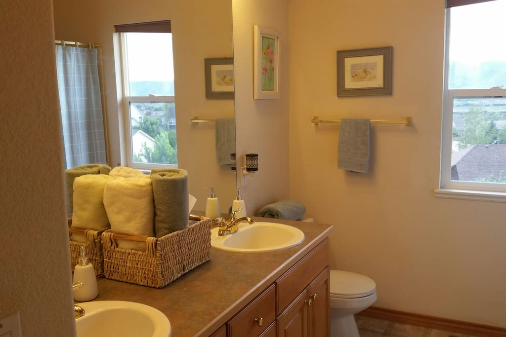 Full Bath w/ dual vanity & Spa amenities. Shared bathroom if both rooms are occupied.