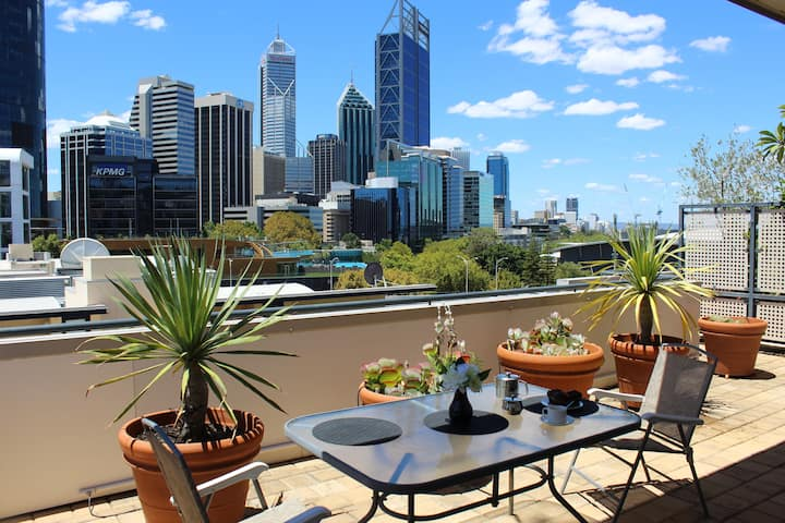 King's View: 5 Star Luxe in CBD w/ rooftop balcony