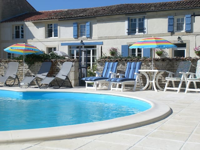 Two Double Bedrooms -  La Maison des Tournesols - Vallans