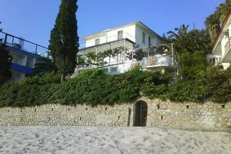 VILLA FRONTE MARE A SOVERATO - Soverato Marina