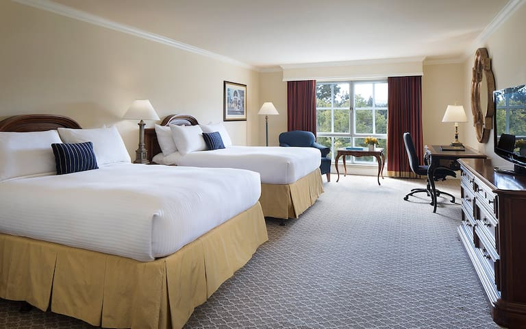 Lafayette Park Hotel, Premium Two Queens
