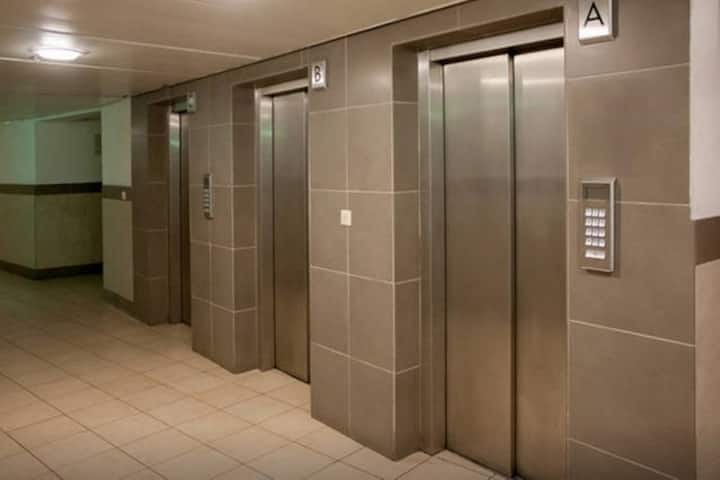 2 bedrooms+ Parking+ Elevator.