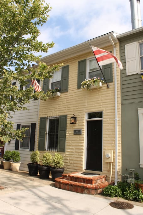 Historic row house built in 1840 and fully renovated.