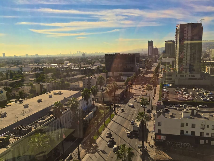 Million dollar views hollywood sunset highrise for Highrise apartments in los angeles
