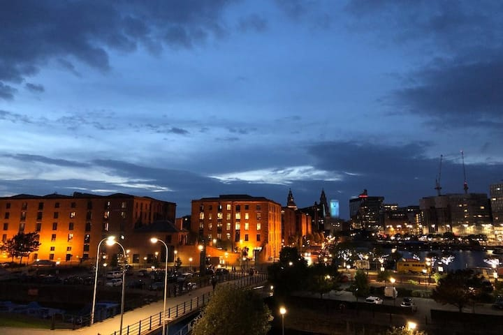 BREATHTAKING VIEW to Albert Dock & City FREE PARKG