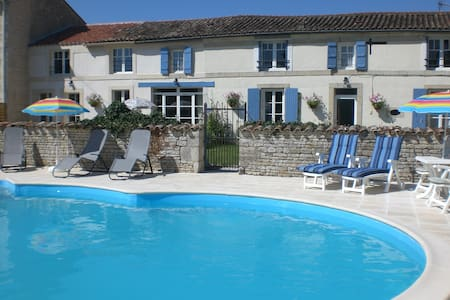 Delightful Double Room -  La Maison des Tournesols - Vallans - Bed & Breakfast