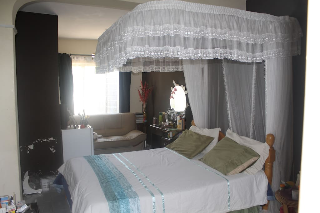 Master bedroom. in suite. (35 usd for this)