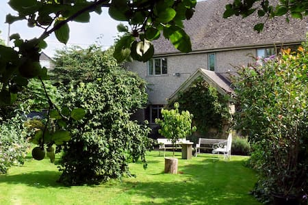 4 Star Silver award ensuite room - Fulbrook, near Burford - 家庭式旅館
