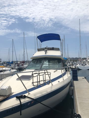 "1984 Chris Craft Commander ""Dream"" Boat"