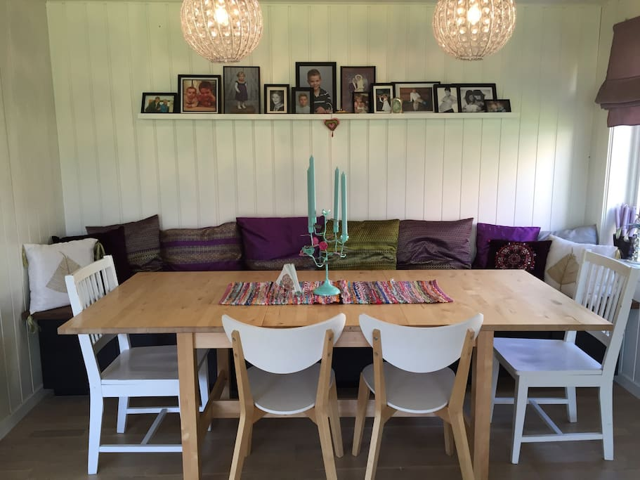 Cosy dining room, easily takes 10 persons.