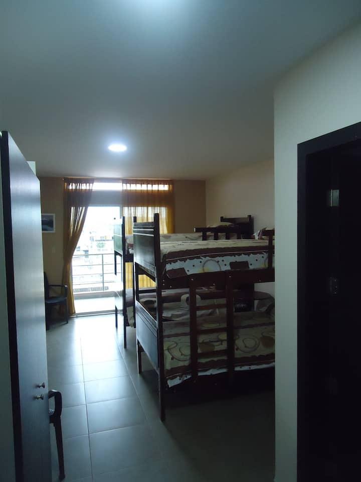 Habitación privada low cost, 4 huespedes, Pta 202