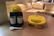 Cafeteira e sanduicheira elétricas