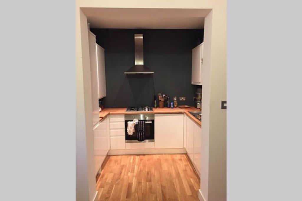 Modern, fully fitted kitchen - please use as you wish.