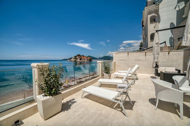 Brand New Luxury 300m2 Mansion set at the beach!!!