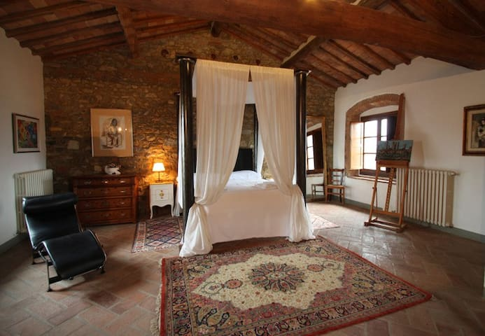 Large Tuscan Chianti Tower suite Apartment