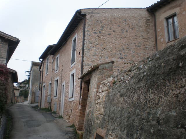BIKE RESIDENCE in piccolo borgo. - Trevi - Casa