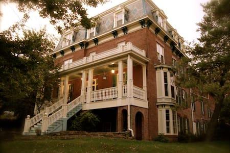Historic Felt Manor - Private Room 3 - 格利纳(Galena) - 住宿加早餐