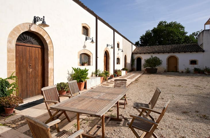 Bacco Apartment in old Farmhouse - Relaxing ☆☆☆☆☆ - Balestrate - Haus