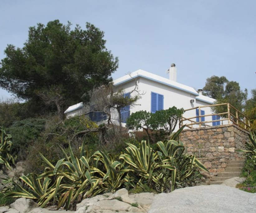 la casa vista dal mare/ the villa from the sea