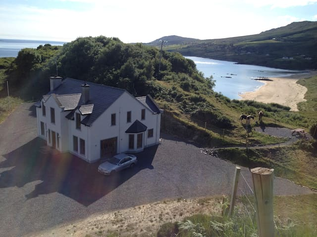Island Hill House, Beautiful, modern, 5 bed home - Donegal - Casa