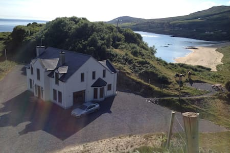 Island Hill House, Beautiful, modern, 5 bed home - Donegal