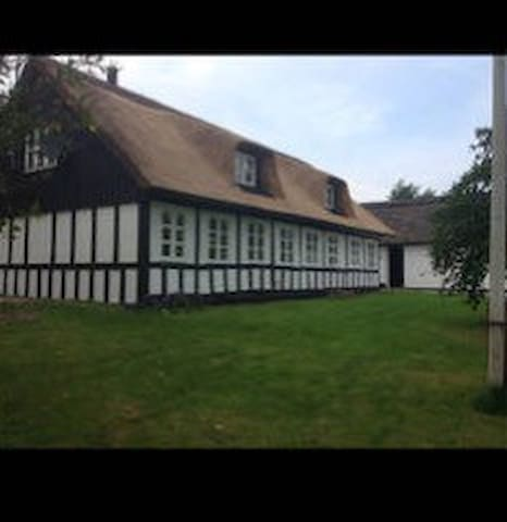 Charmerende stråtækt hus! - Galten