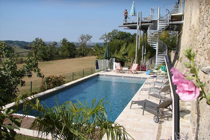 Sunny farmhouse with private pool - Lunac - House