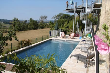 Sunny farmhouse with private pool - Lunac