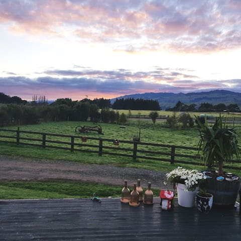 Unwind and Escape, cosy unit with mountain views