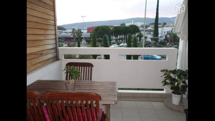 T2 climatisé avec terrasse, parking et piscine