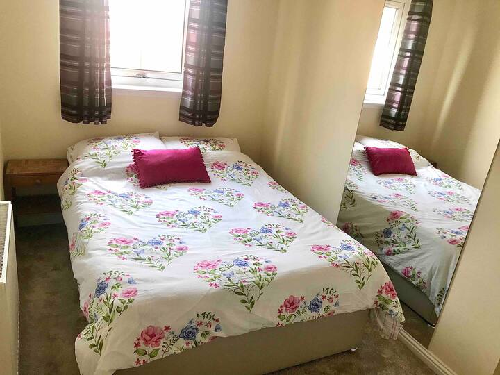 Double Room Glasgow shared bathroom, FREE parking!