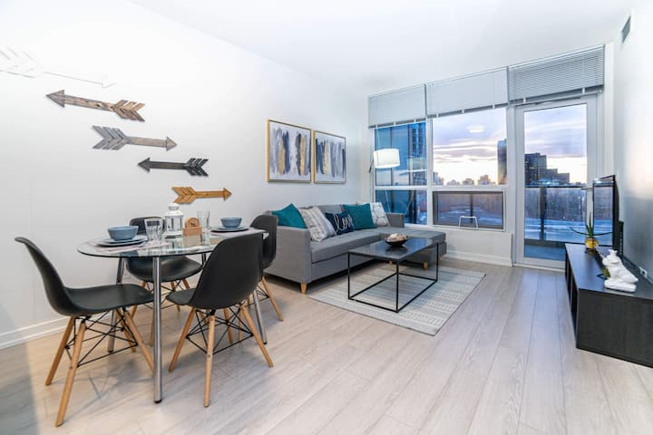 Trendy Condo | Close to Parks, Retail & Restaurant