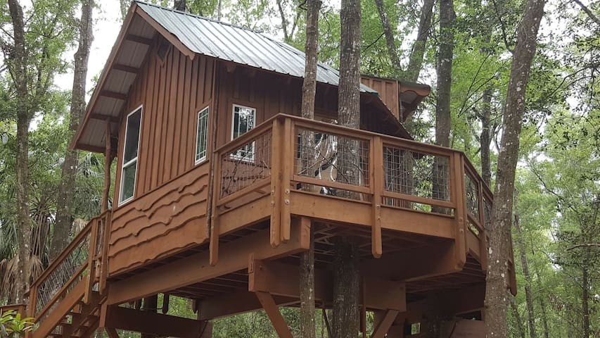 Unique Treehouse Retreat