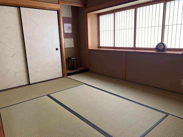 和室1(6畳) 4名様までお布団でお休みいただけます。