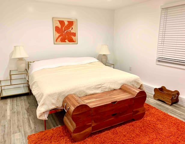 2nd bedroom with king-size bed